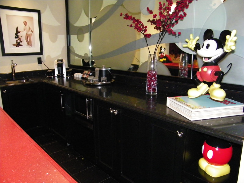 20110602_mickey_mouse_penthouse__disneyland_hotel_3_dining (5)