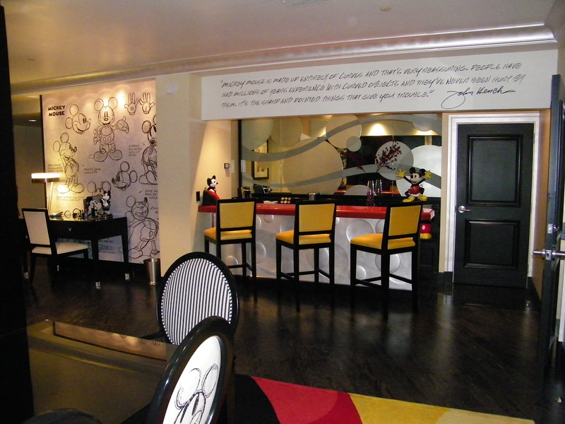 20110602_mickey_mouse_penthouse__disneyland_hotel_3_dining (8)