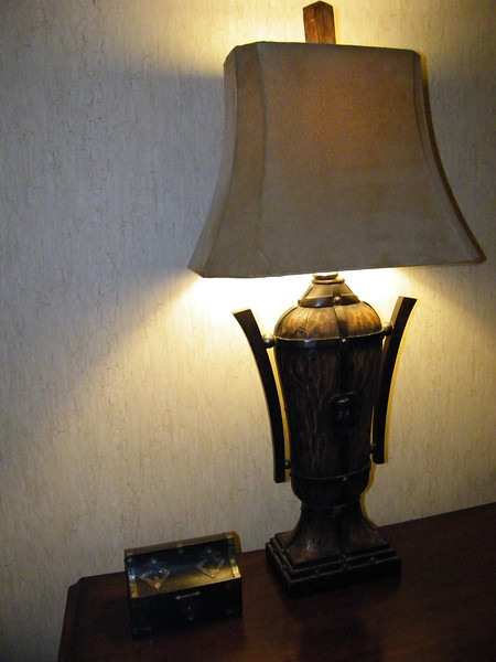 20110602 disneyland hotel pirates of the caribbean suite 3 bedroom 1 (12)