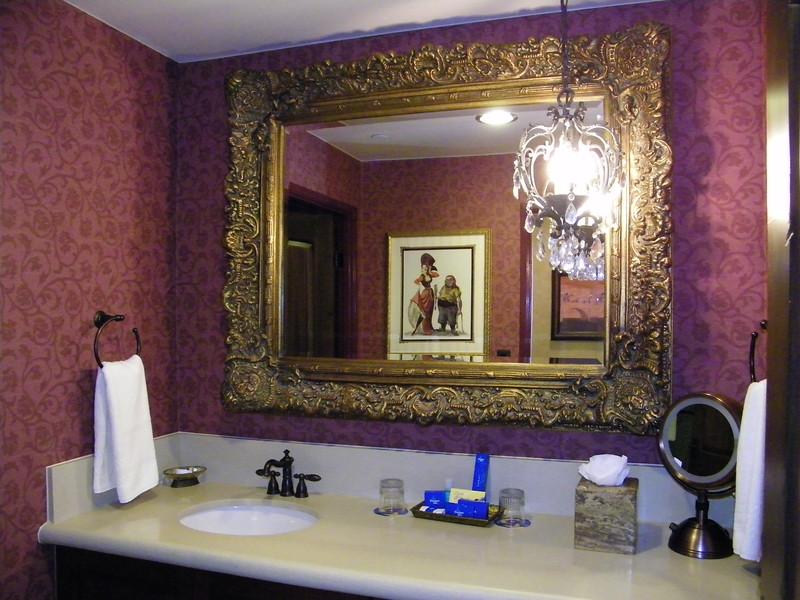 20110602 disneyland hotel pirates of the caribbean suite 3 bathroom 1 (1)