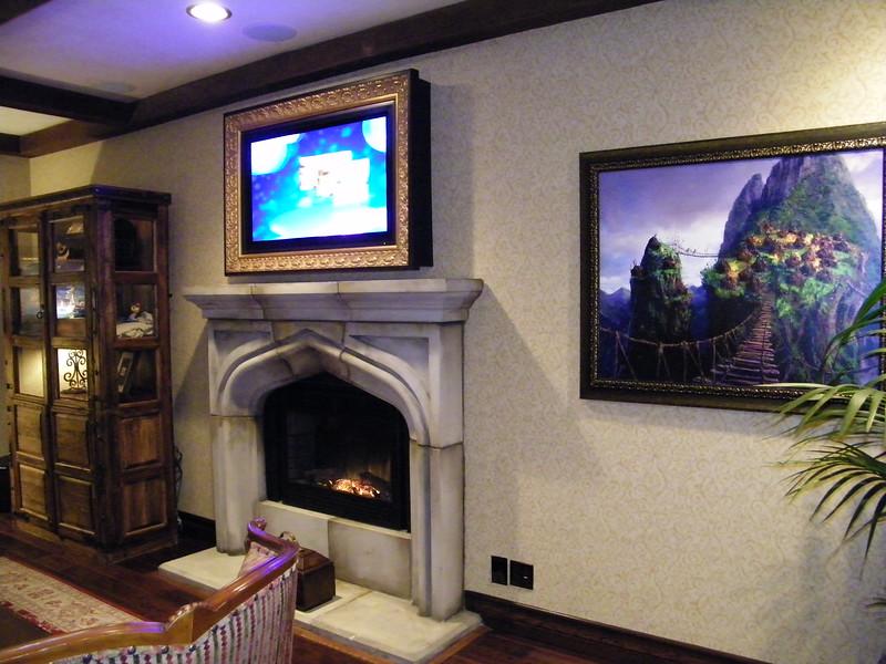 20110602 disneyland hotel pirates of the caribbean suite 1 living room (4)
