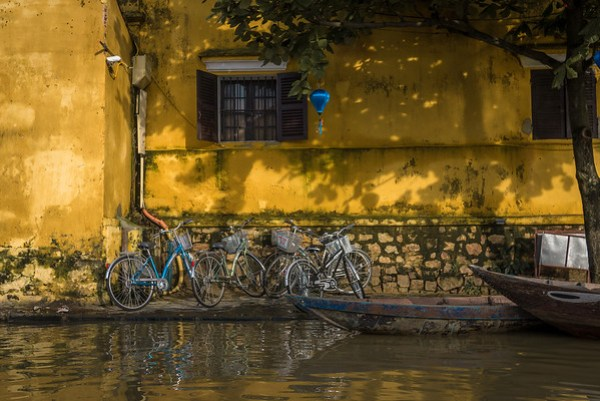 biking around hoi an