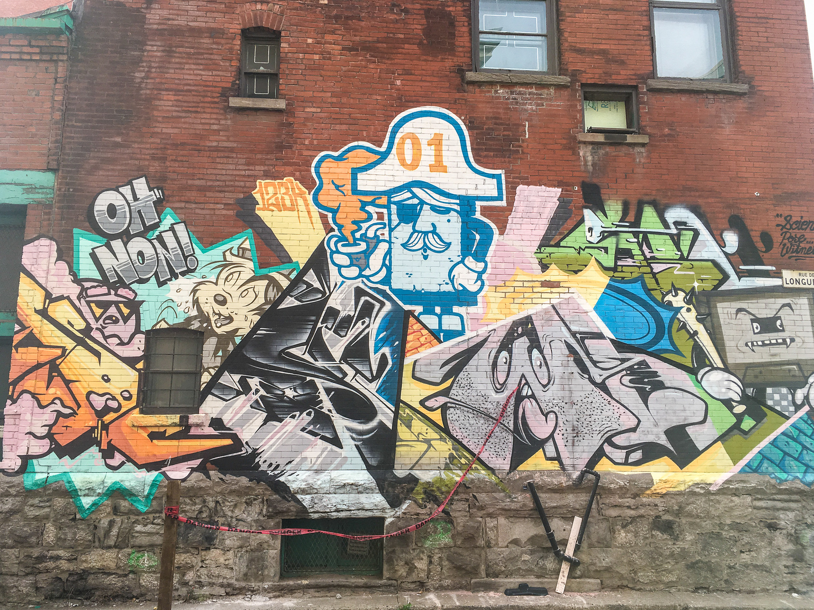 solo travel montreal - don't miss the street art