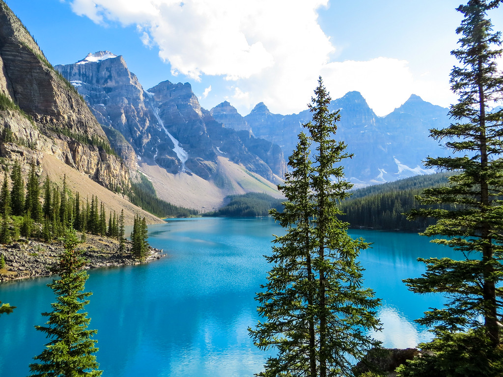 moraine lake looking gorgeous, one of the many views of banff in august