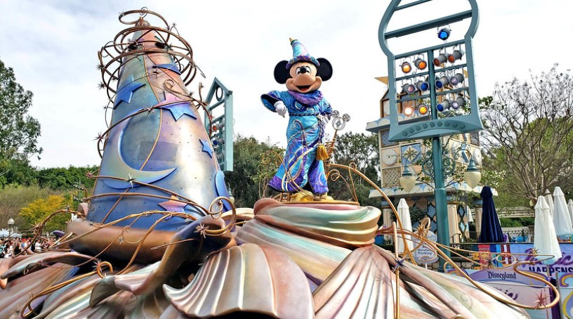 magic happens parade disneyland soft open (2)