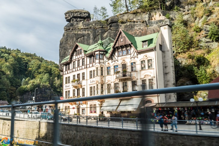 Hotel in Hrensko between river and cliff