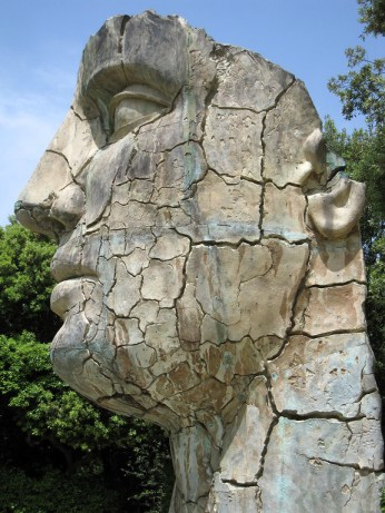 the Tindaro Screpolato giant face in boboli