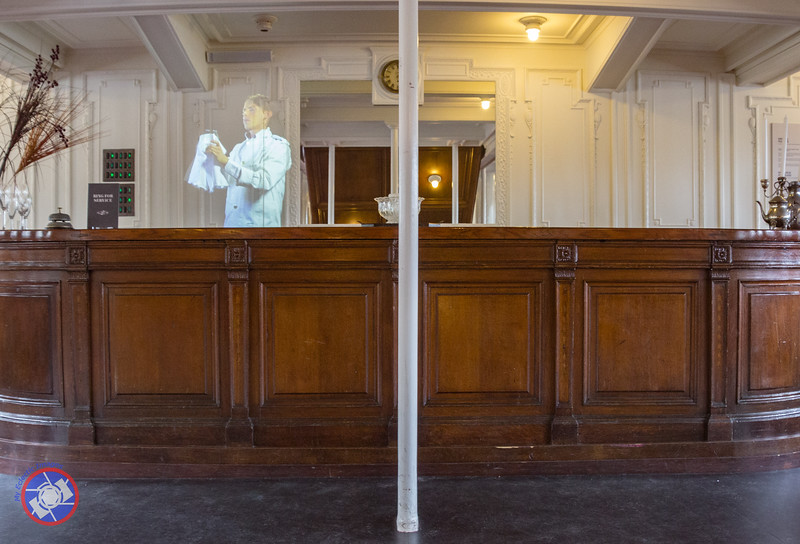 Hologram of a Bar Tender on Board the Nomadic (©simon@myeclecticimages.com)