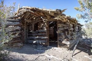 """Lost White"" Log Cabin"