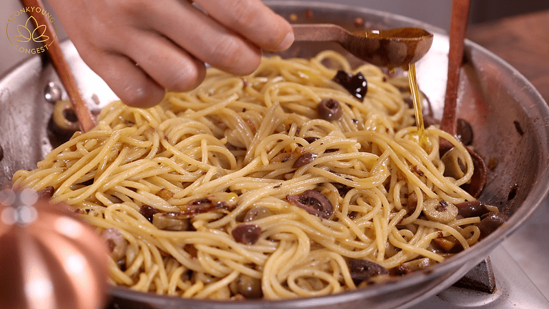 Pasta with Garlic and Olives Recipe, adding more olive oil