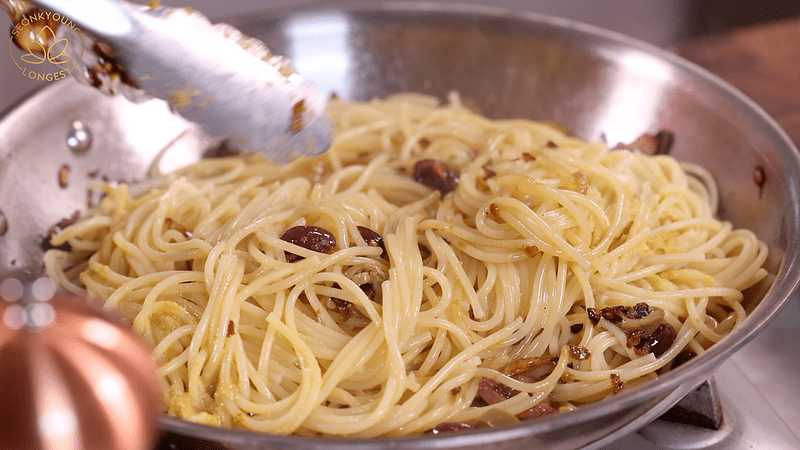 Pasta with Garlic and Olives Recipe, toss spaghetti