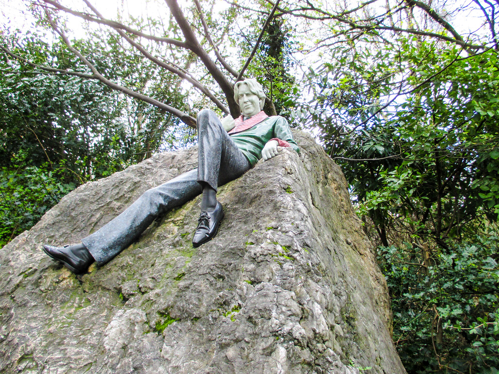 Dublin's Oscar Wilde Statue will make you want to stop there on your Europe backpacking trip
