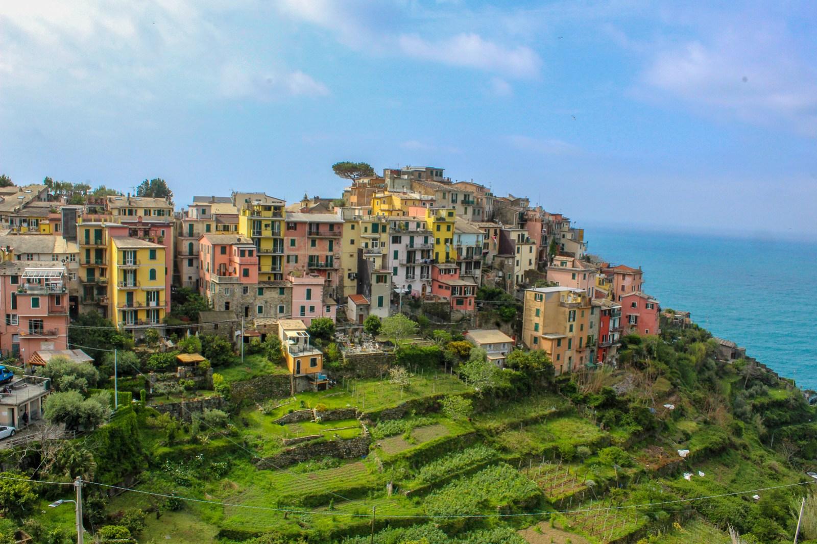 which village to stay in cinque terre? corniglia!! 100%