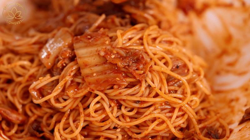 Vegan Kimchi Bibim Guksu