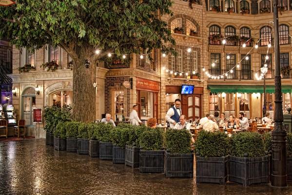 Restaurant with patio in Paris Las Vegas