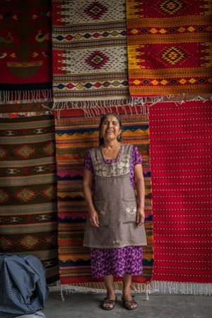 visiting weavers in teotitlan del valle