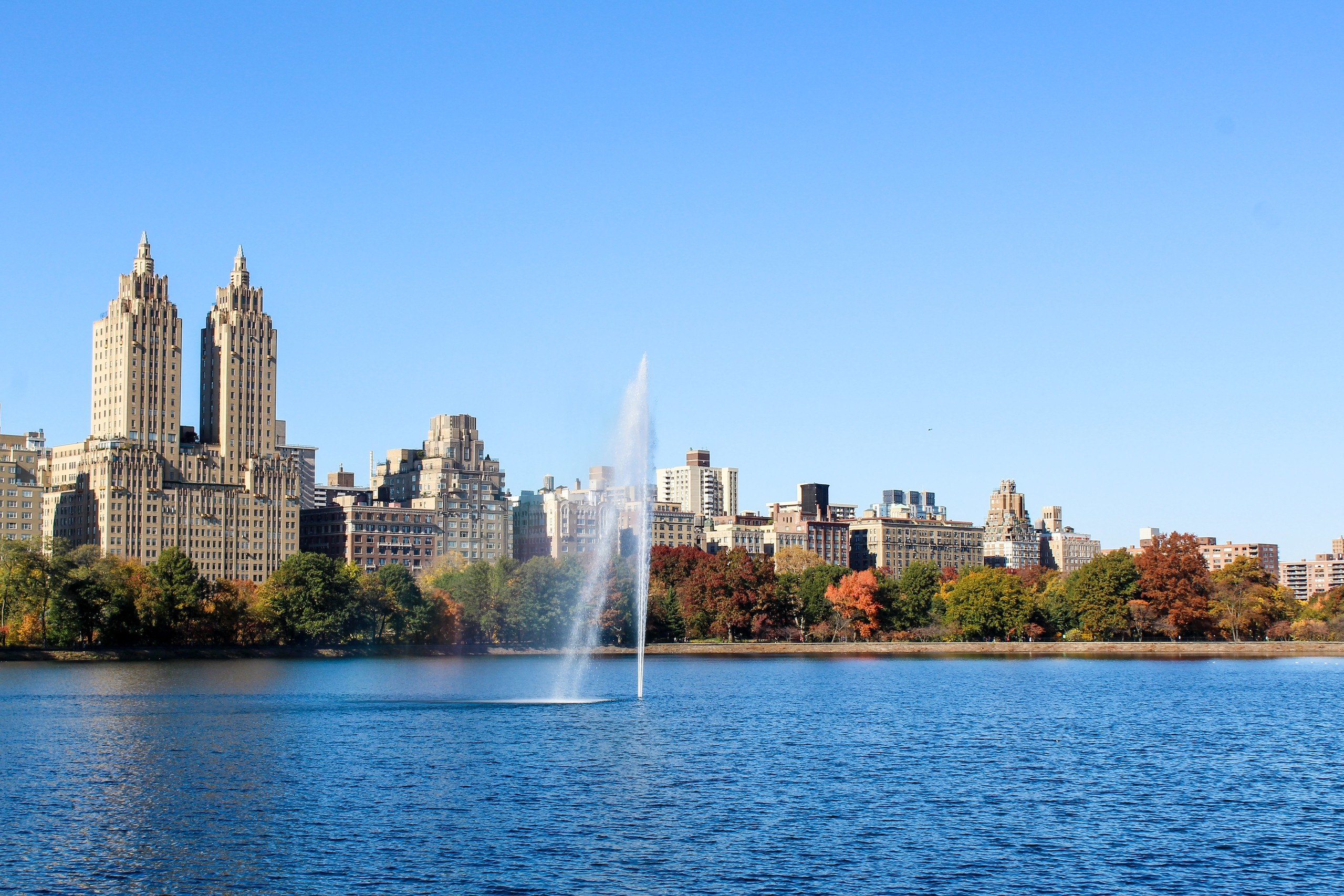 not sure what to wear in nyc in fall? make sure to wear comfy clothes to explore central park