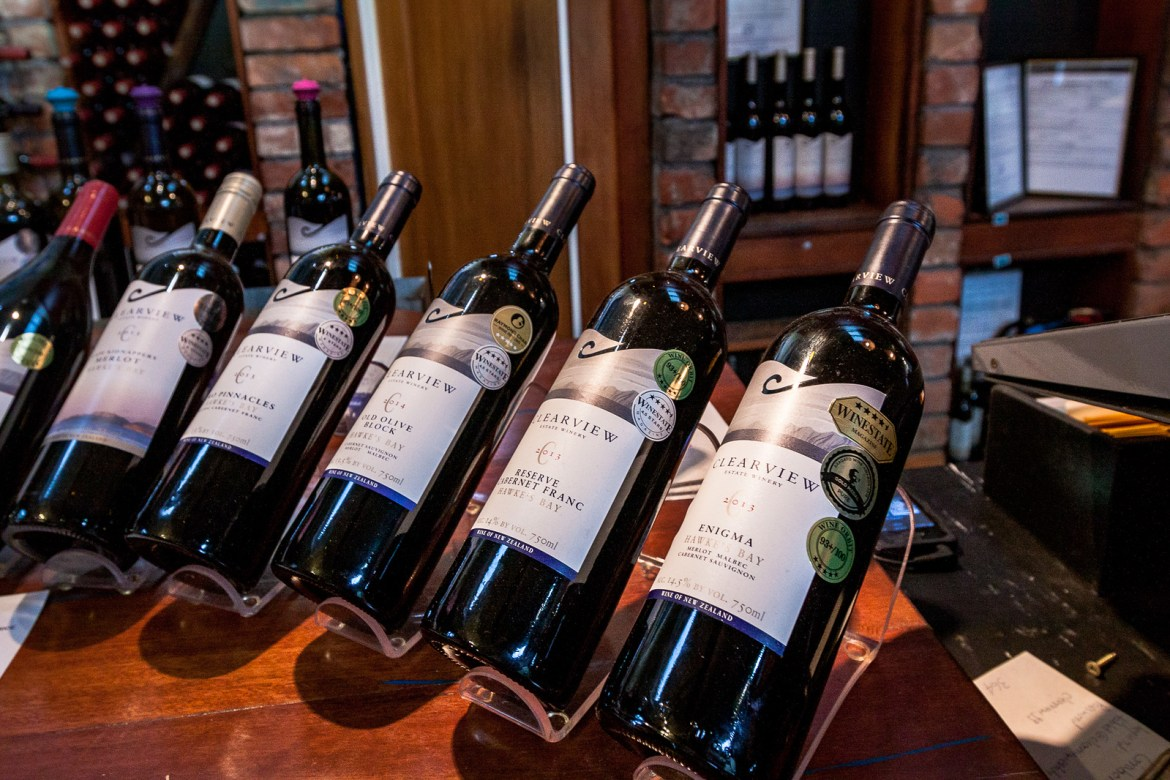 #Hawke'sBay in #NewZealand is one of the country's top producing #wine regions. Check out our not-to-miss #wineries in Hawke's Bay for the best stops. #winetravel, #wineries, #NewZealandthingstodo, #exploreNewZealand, #luxurytravel, #luxuryhotels, #HawkesBayHotels