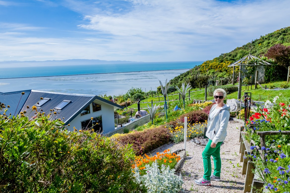 Don't miss a visit to Nelson during your New Zealand visit! This charming town has easy access to wineries, beaches and the stunning Abel Tasman National Park. Check out these tips for 48 hours in Nelson, NZ. | www.eatworktravel.com - The luxury, adventure couple!