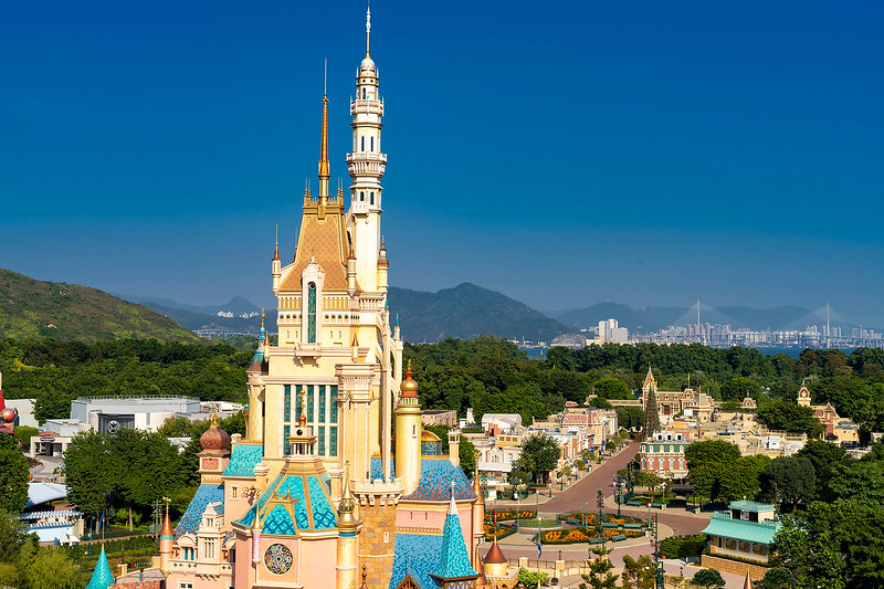 hong kong disneyland castle of magical dreams exterior (4)