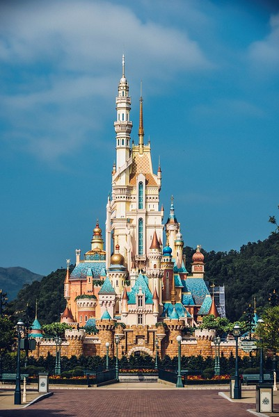 hong kong disneyland castle of magical dreams exterior (5)