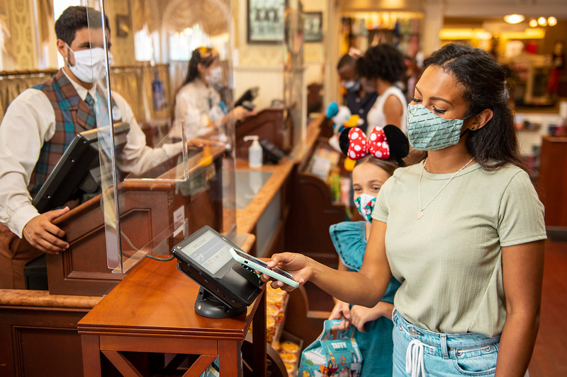 Cashless Payment Options at Walt Disney World Resort Theme Parks