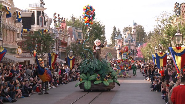 pixar play parade new floats for pixar fest (3)