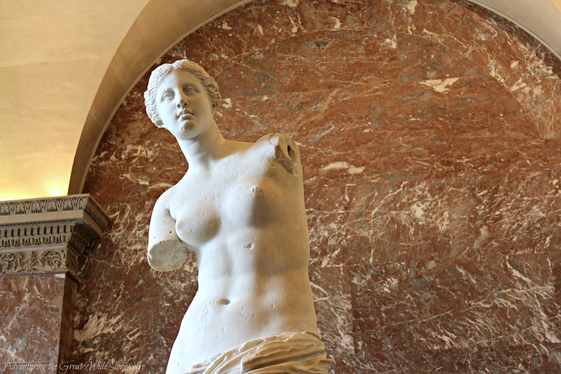 Close-up shot of the Venus de Milo's upper body