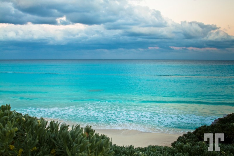 Turquoise water in Cancun early in the morning