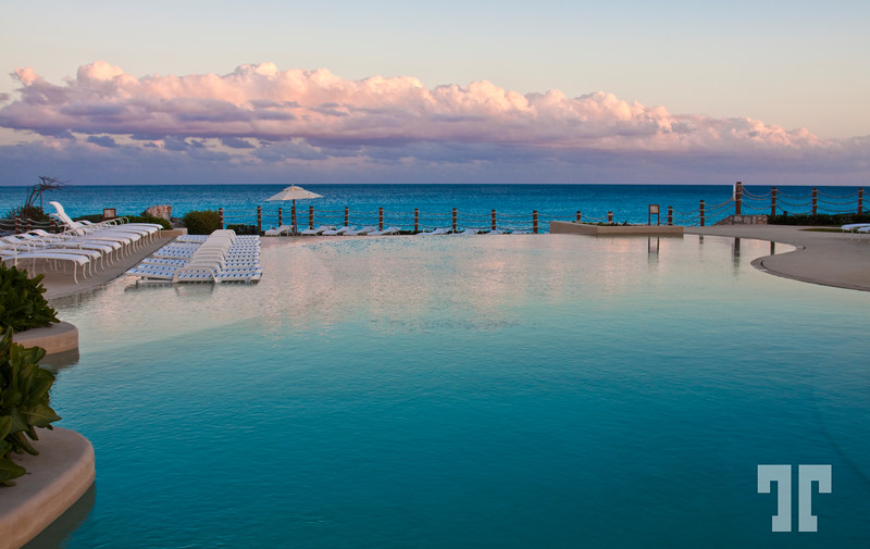 Turquoise waterin the Cancun pools
