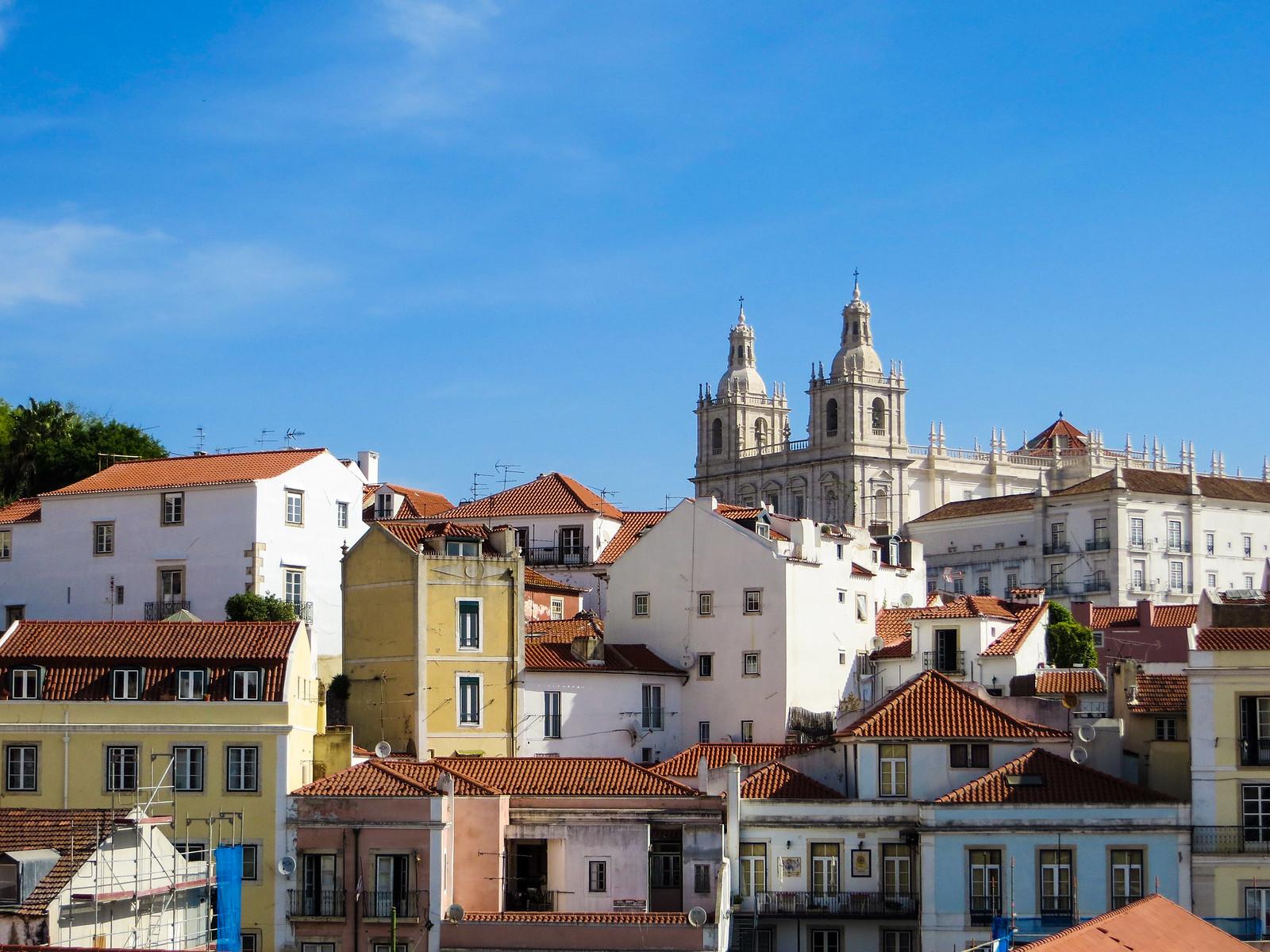 explore alfama in lisbon in two days