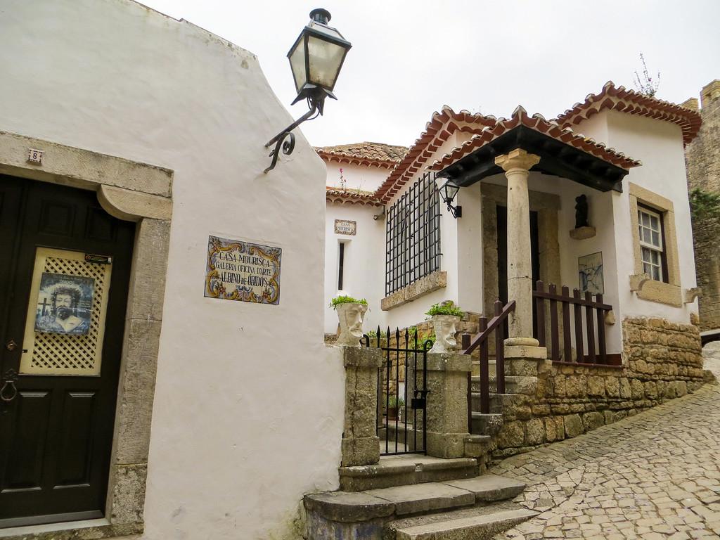 solo travel portugal
