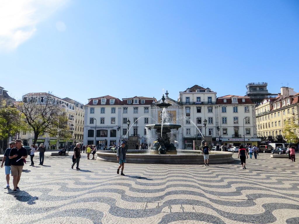 solo travel in lisbon
