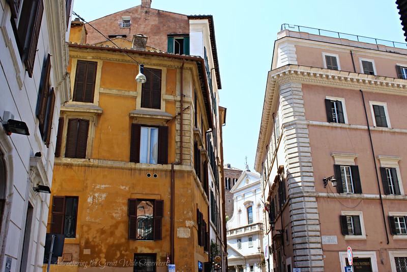 Warm-toned buildings in Rome's Piazza della Rotunda