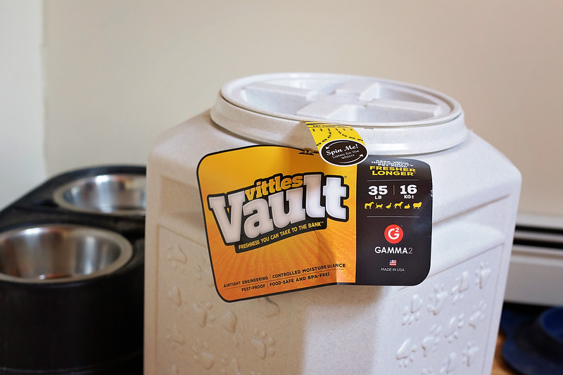 #ad Find out the best way to store your dog food, and to keep it fresh as well. No more lugging the giant bags around the house! #VittlesVault @VittlesVault