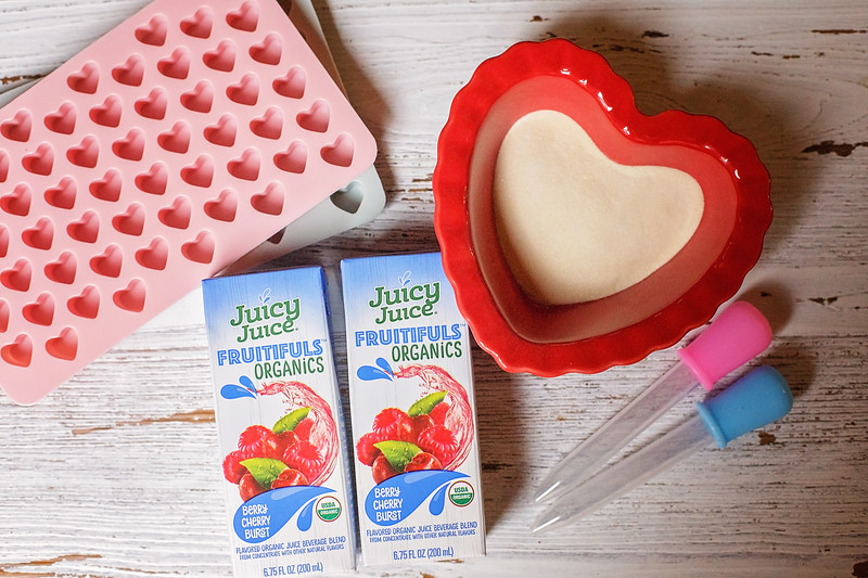 #ad Valentine's Day is here and my amazing Juicy Juice Homemade Heart Gummy Recipe uses Juicy Juice Fruitifuls Organic in Cherry Berry Burst #JuicyJuiceCrew