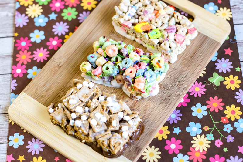These Homemade Marshmallow Cereal Bars (No Bake) are such a perfect treat for the kids! They're even better than the store-bought ones, and easy to make.