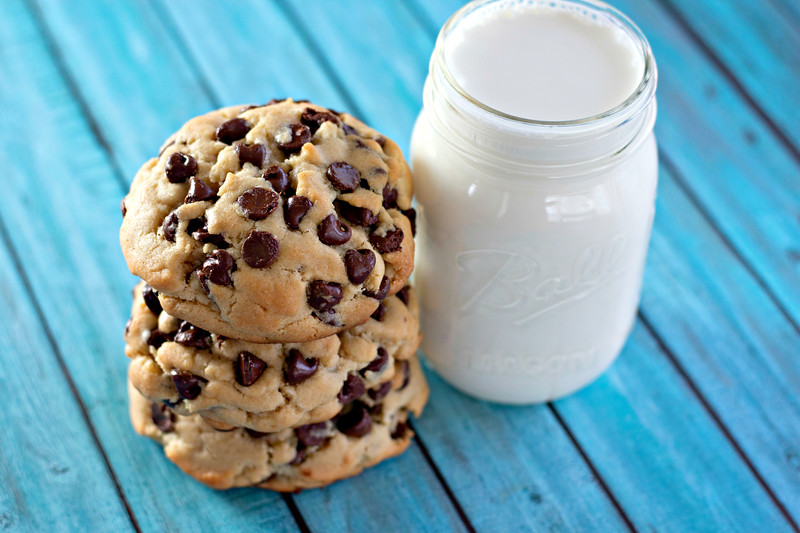 Make these giant thick chocolate chip cookies! They remind me of cookies you'd get in a bakery. They are so thick and chewy and delicious! Easy to make too.