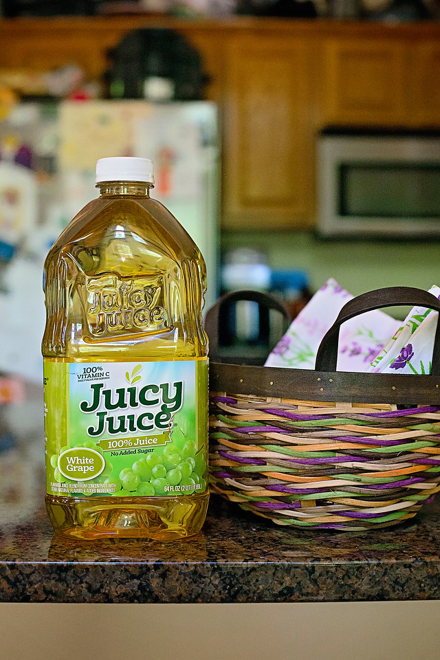 #ad Since we are staying at home now, we made our best at home picnic, with a smoothie recipe using our favorite White Grape Juicy Juice! #JuicyJuiceCrew