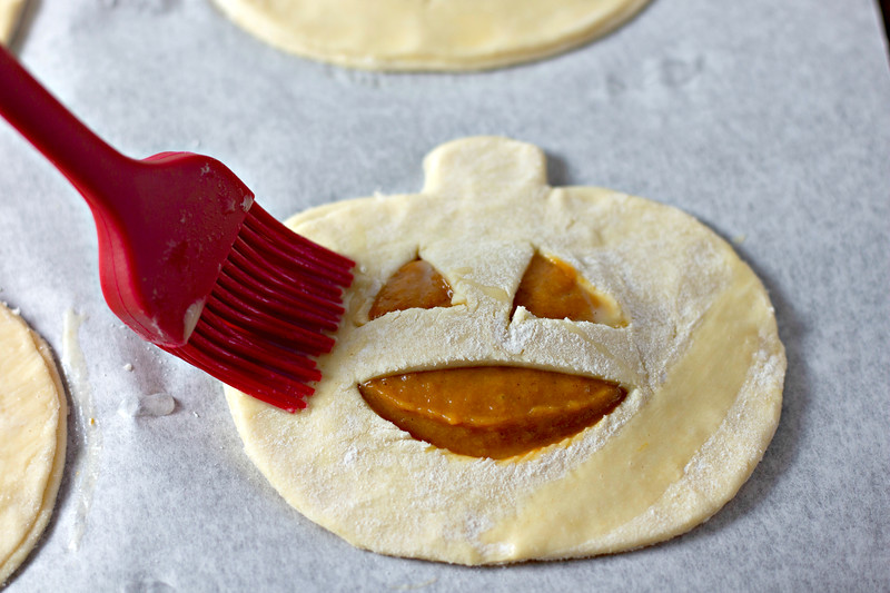 This Pumpkin Hand Pie Recipe is the CUTEST recipe ever. And it's fun and delicious and perfect for Halloween festivities for this year.