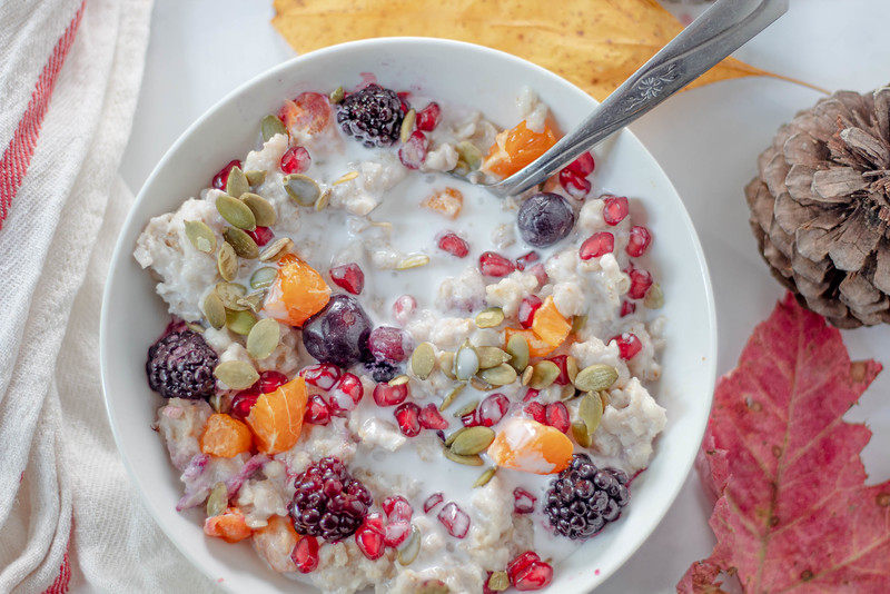 Make this delicious gluten-free and vegan oatmeal recipe, which is perfect for fall and winter mornings.