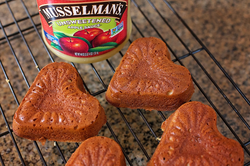 #partner These Heart-Shaped Spiced Applesauce Cakes For Valentine's Day are easy to make and are deliciously scented with cinnamon and brown sugar.