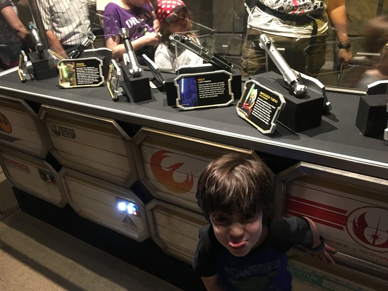 Heading to Hollywood Studios in Walt Disney World? Here's everything Star Wars that we did, and all of this before 10:00. So much to see and do! #StarWars