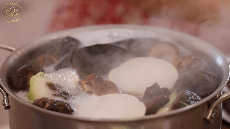 Vegan Ramen, boiling broth