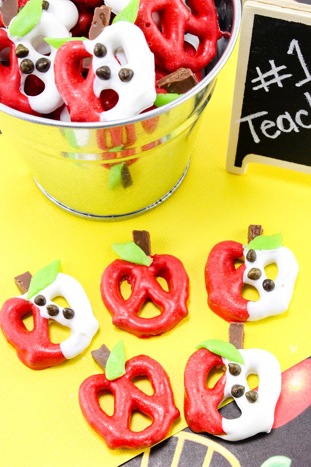 Looking for Teacher Appreciation Week gifts or end-of-the-school-year gifts? These Chocolate Covered Apple Pretzels are easy to make and will delight anyone
