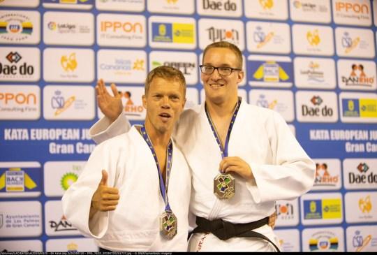 Tycho en David, met hun zilveren EK-medailles in Las Palmas