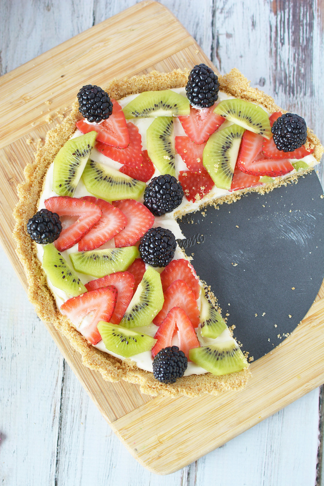 Do you have BIG summer plans? I'm here to make all your summer entertaining plans easier. Shop Dixie at Dollar General, and also enjoy this delicious fresh fruit tart - perfect for your party needs! #ad #DixieSummerDG