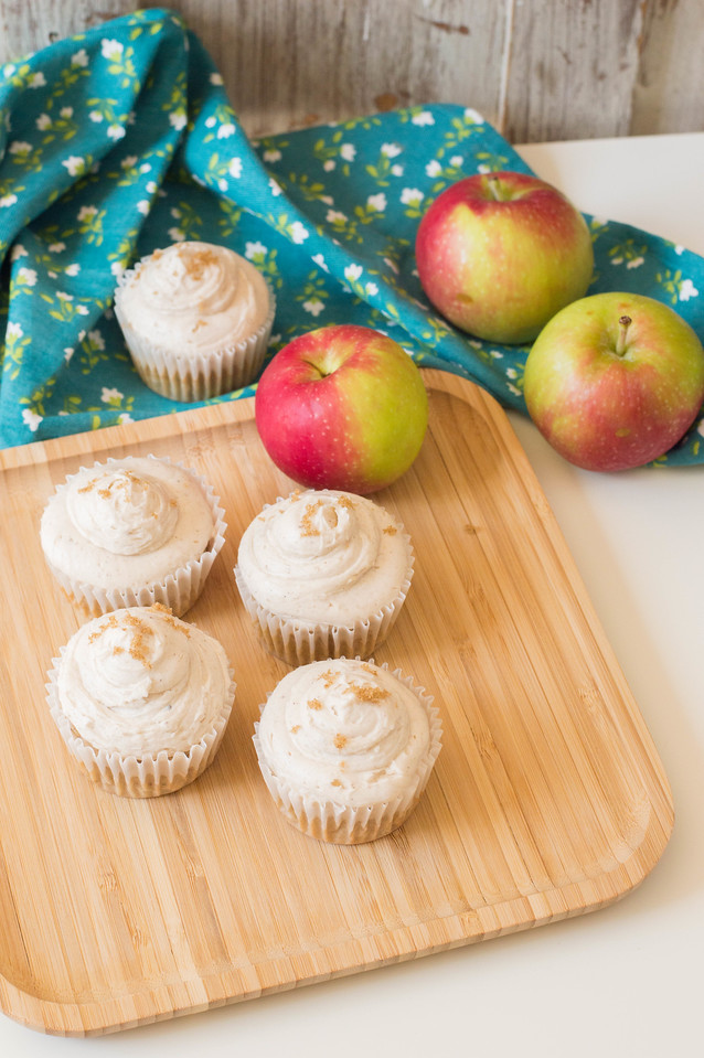 Apple Cinnamon Cupcakes filled with delicious sweet apples and topped with a creamy cinnamon buttercream. These are sure to rock your world all season long!