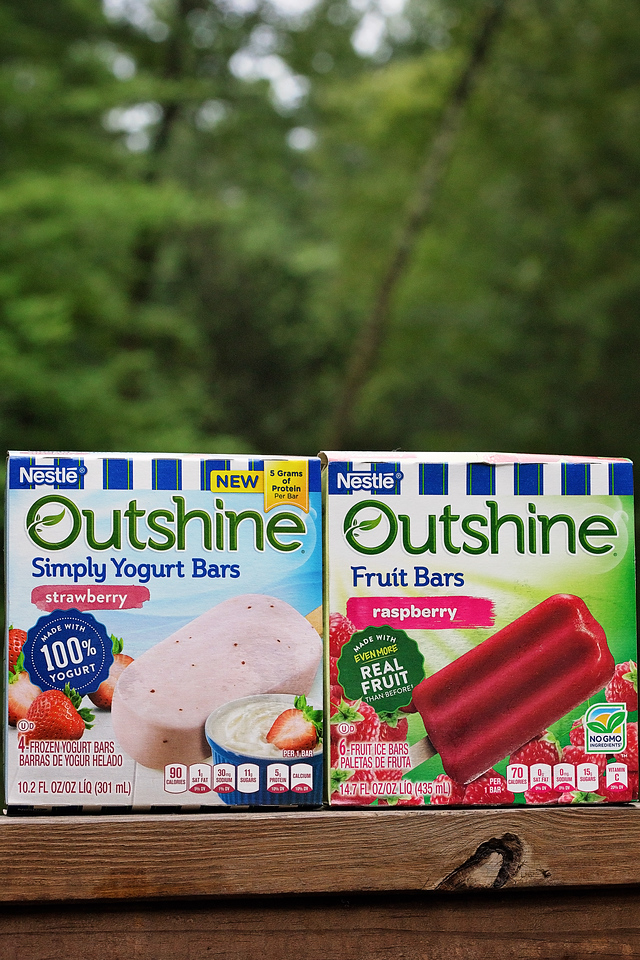 Here are three reasons we snack brighter with yummy Outshine Fruit Bars and Outshine Yogurt Bars. They're the perfect #backtoschool snack #ad #SnackBrighter