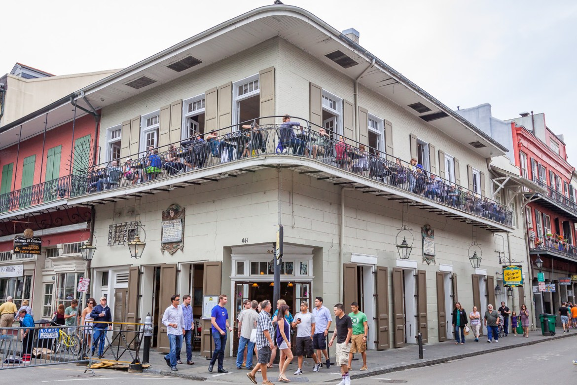 #NewOrleans is filled with food and activities for your next couple's trip. Check out this guide for 3 days in New Orleans on where to stay, where to eat and what to do.   #neworleanstravel #neworleansthingstodo #couplestravel #luxurytravel #romantictravel #NOLA